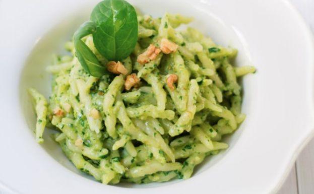 La ricetta delle trofie al pesto di spinaci e noci | Ultime Notizie Flash