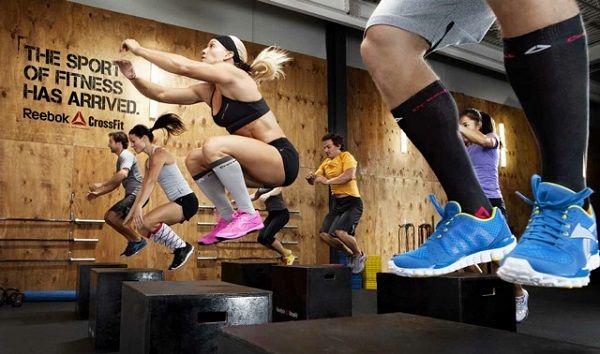 Een CrossFit box een een gym, beide hebben zijn voor en -nadelen. We vergelijken in dit artikel een CrossFit box met een reguliere gym.