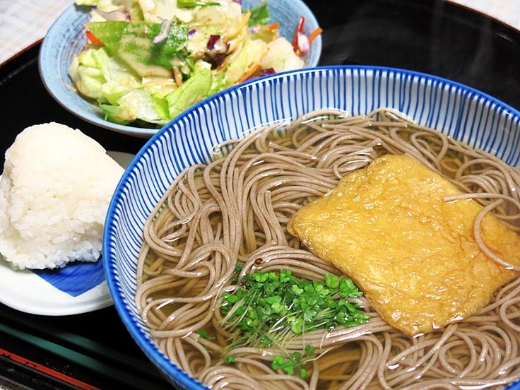 今日の藤井質店給食は、播州手延素麺さんの「山芋仕込み手延蕎麦」。簡単で美味しい~(^_^)b  http://www.e-somen.jp/item/187.html