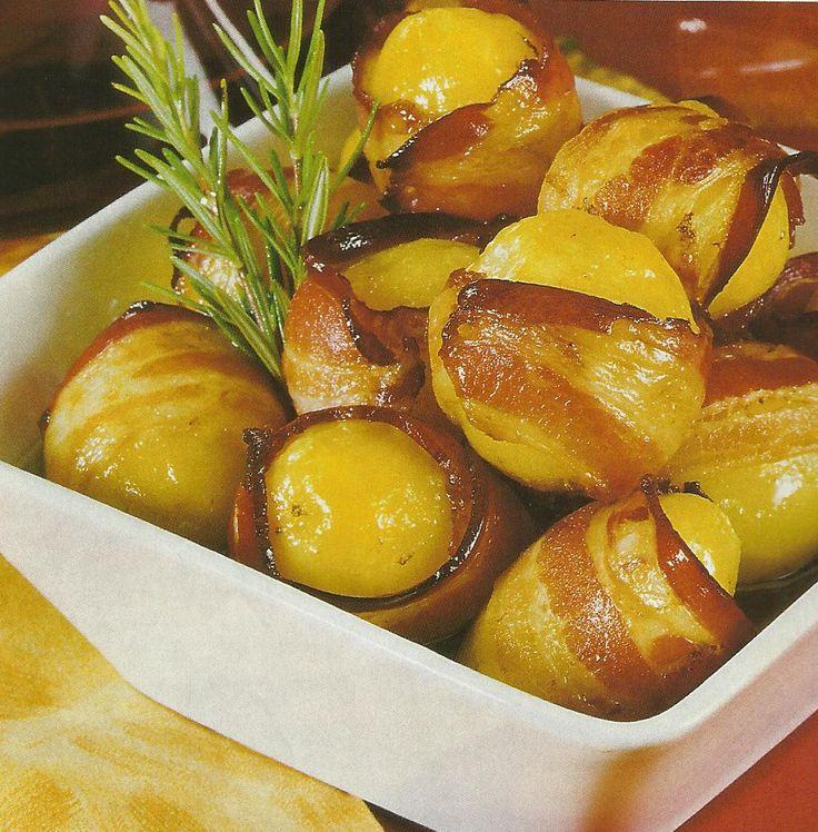 Receita de Batatinhas com Bacon -Uma receita simples, mas ímpar em aroma e paladar. Ideal para um almoço rápido ou um jantar leve. Veja como fazer estareceita de Batatinhas com Baconde forma simples e apetitosa! Confira a nossa receita e deixe-nos a sua opinião.