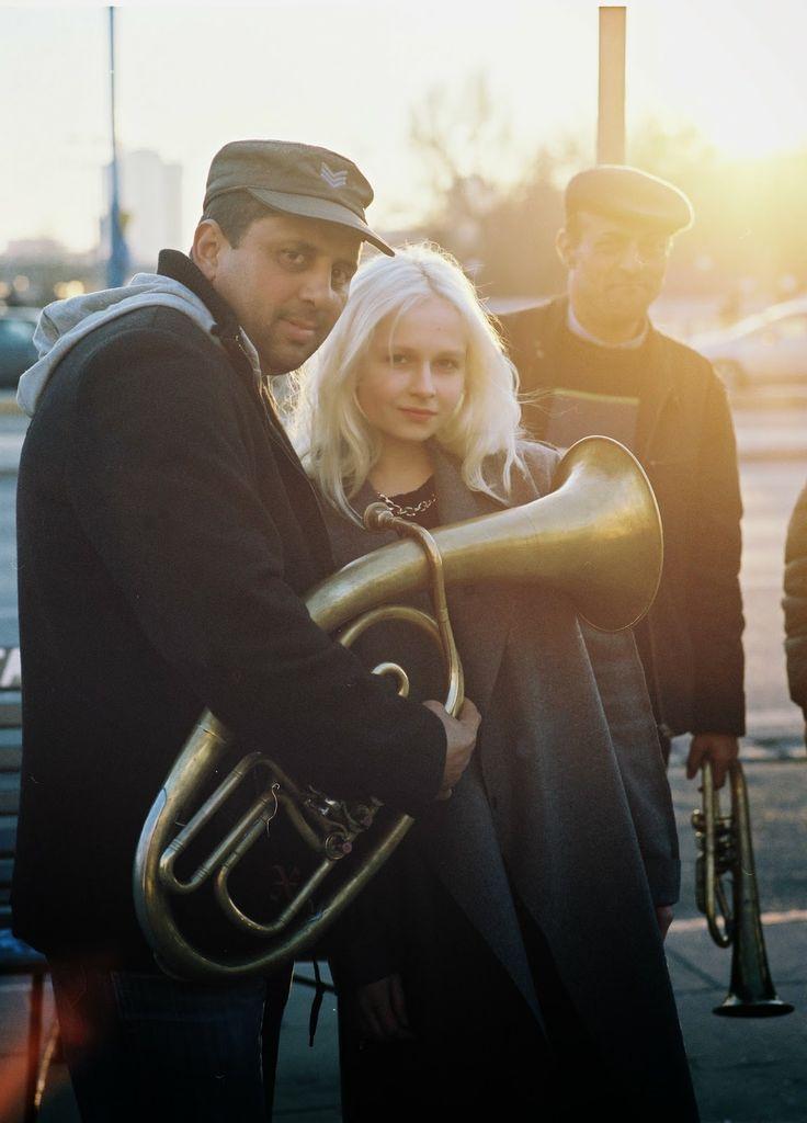 Warszawska moda i muzyka. Ola na spacerze w centrum Warszawy w swoim nowym hultajskim płaszczu.  http://sklep.hultajpolski.pl/pl/p/Plaszcz-damski/312