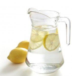 Zitronen-Wasser