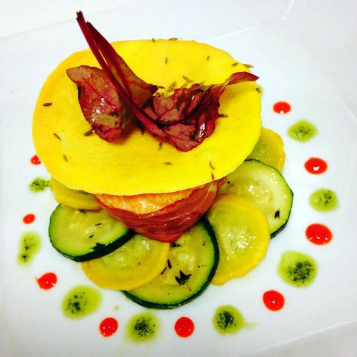 Tournedos de saumon au jambon de la brasserie parisienne la Strasbourgeoise. #strasbourgeoiseparis #restaurantparisien #Parisianbrasserie #restaurantinparis #eatinparis #foodies #salmon