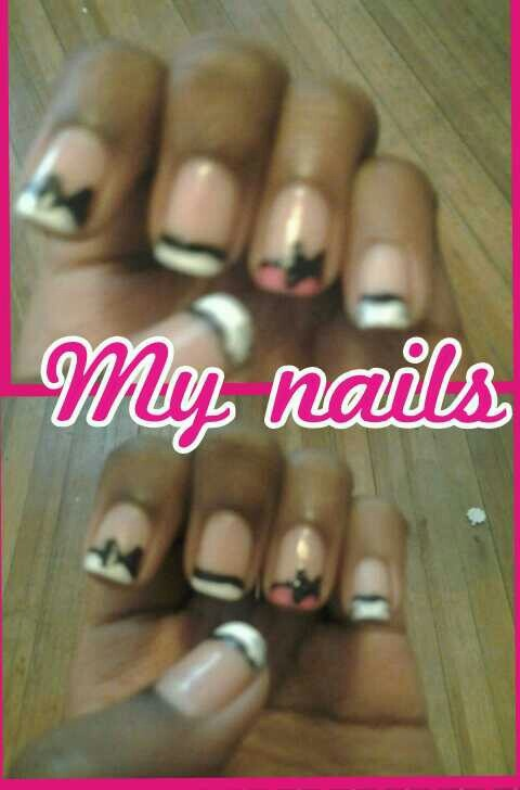 White French tip and hot pink accent finger with bows