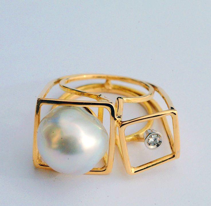 Visualizza su Susanna Baldacci gioielli contemporanei: anello - oro, perla australiana, brillante