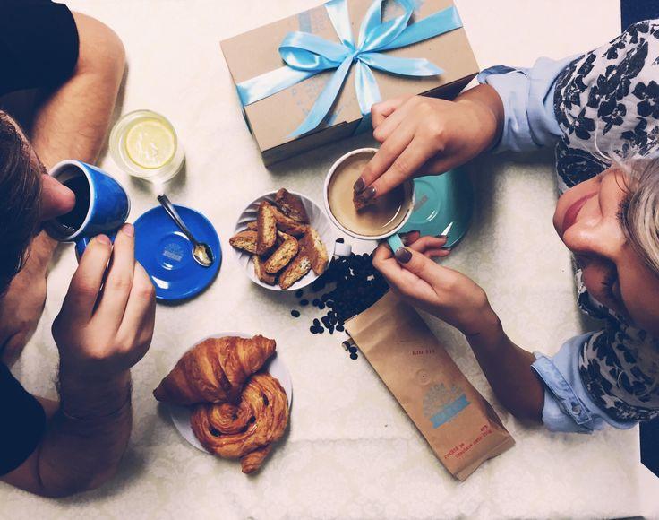 De Moş Nicolae şi de Crăciun, oferă-le celor dragi o cafea bună. Începând de astăzi şi până la sfârşitul lunii Decembrie, toate pungile de cafea pe care le comanzi vor ajunge la tine într-un ambalaj minunat, gata să fie oferite cadou. #flavouryourchristmas