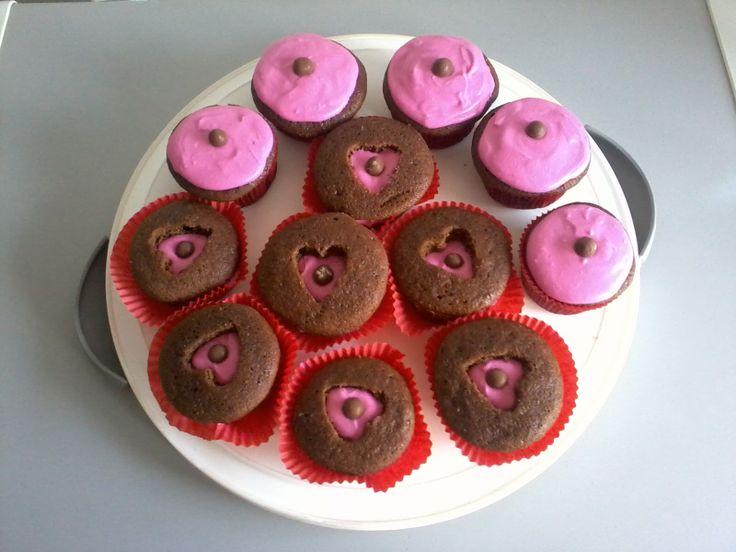 Cupcakes de Chocolate, con frosting de Queso Crema rosado y Bolero, en dos presentaciones.