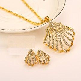 cercei si colier sultana http://www.bijuteriifrumoase.ro/cumpara/set-bijuterii-sultana-cu-cristale-finute-albe-1321