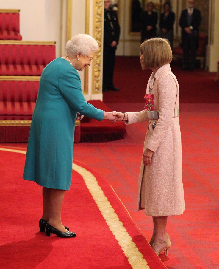 Anna Wintour incontra la regina Elisabetta II