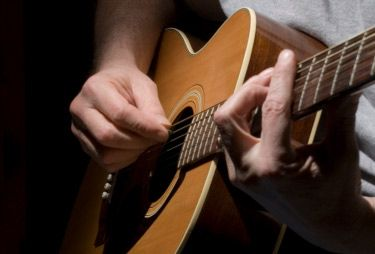 Many budding guitarists fall for a deceptive claim that learning how to play the guitar is easy.