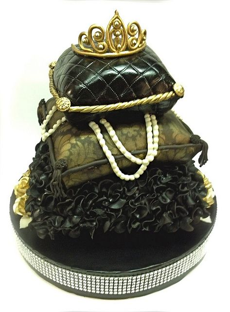 43 best Decorative Pillow Cakes images on Pinterest Pillow cakes, Pillow wedding cakes and ...