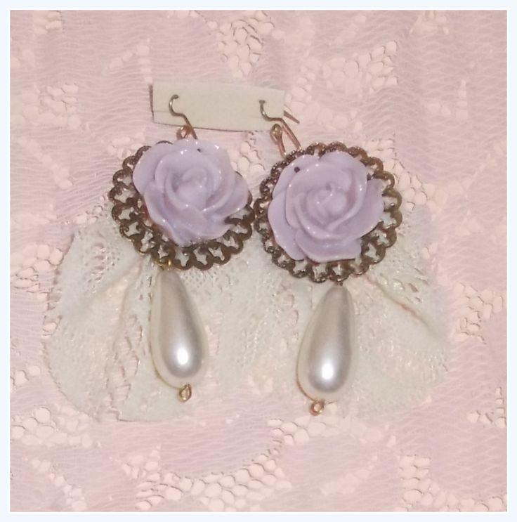 aros de flores, encaje y perlas fantasía