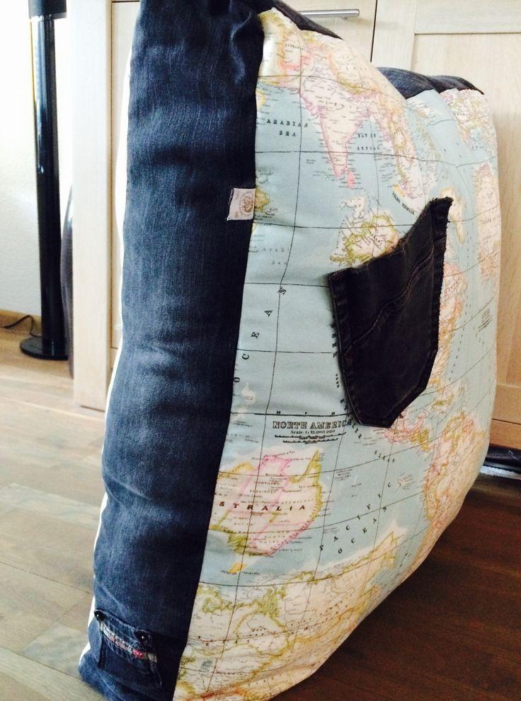 Grote poef gemaakt van papa's oude spijkerbroek!