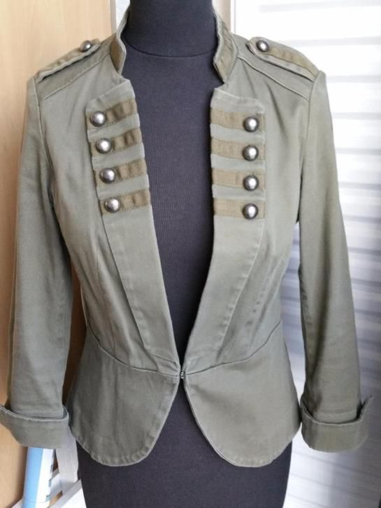 Mooi groen leger jasje H&M mt 38