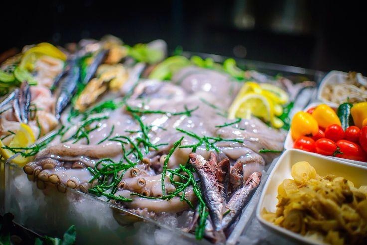 Market brunch, fish display at parisbudapest