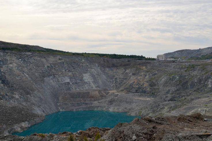 Mine Lac d'amiante. Vue générale de l'excavation et des bâtiments