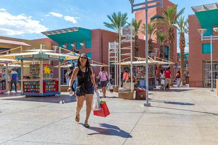 Hermosa tarde de caminatas y compras por el #PremiumOutlet de #LasVegas, sitio que da gusto disfrutarlo de día y de noche.  http://www.bestday.com.mx/Las-Vegas-area-Nevada/ReservaHoteles/