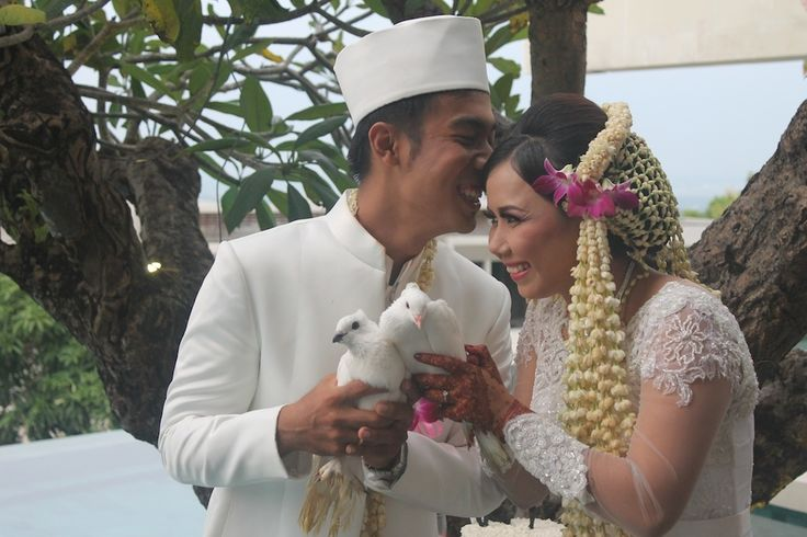 This is incredible! Unique work by  Bali Home Wedding http://www.bridestory.com/bali-home-wedding/projects/muslim-wedding1438180161