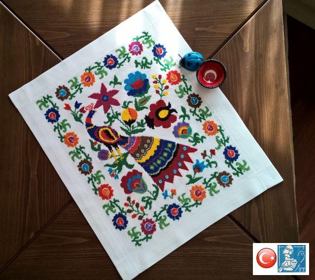 Suzeni çalışmasını bitirdik biz, kiminle olduğunu tahmin edersiniz artık :)) Designed and stitched by Filiz Türkocağı...