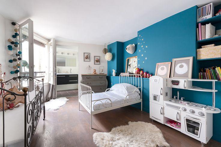 Дизайн детской комнаты для двоих детей: 70+ избранных идей и секреты создания гармоничной обстановки http://happymodern.ru/dizajn-detskoj-komnaty-dlya-dvoix-detej-foto/ Деткам разного возраста требуется личное пространство и свой игровой уголок