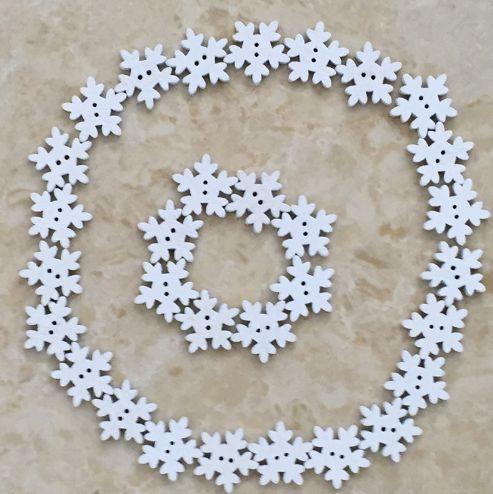 Пуговицы снежинки. Нашла здесь - http://ali.pub/ojnf7