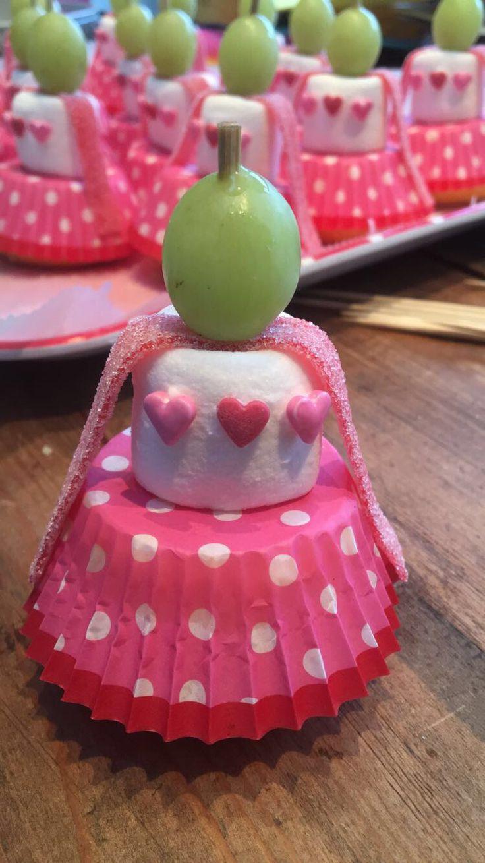 Traktatie ballerina /prinses #cupcake #marshmellow #druif #zurematten