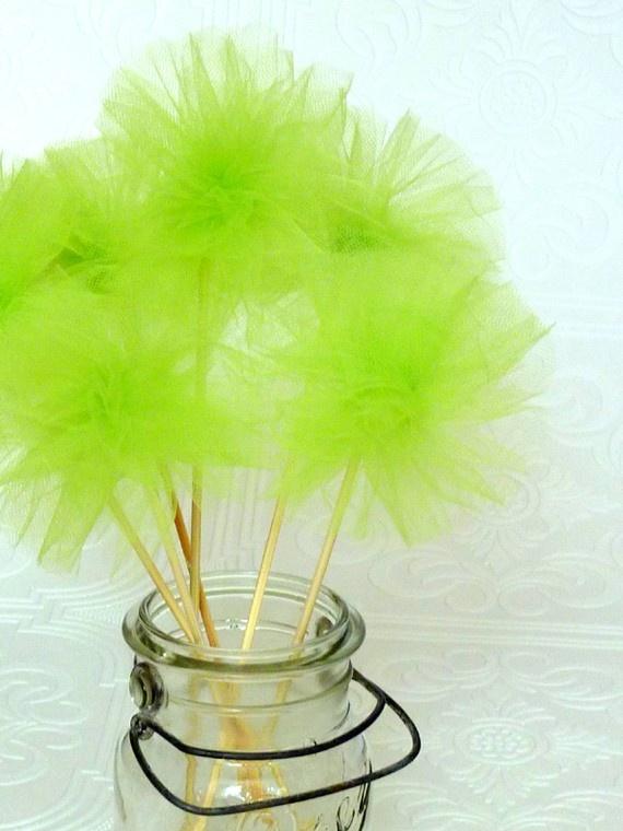 Pompon de Tul para el Pastel & adaptar p hacer recuerdos con plumas y lapices
