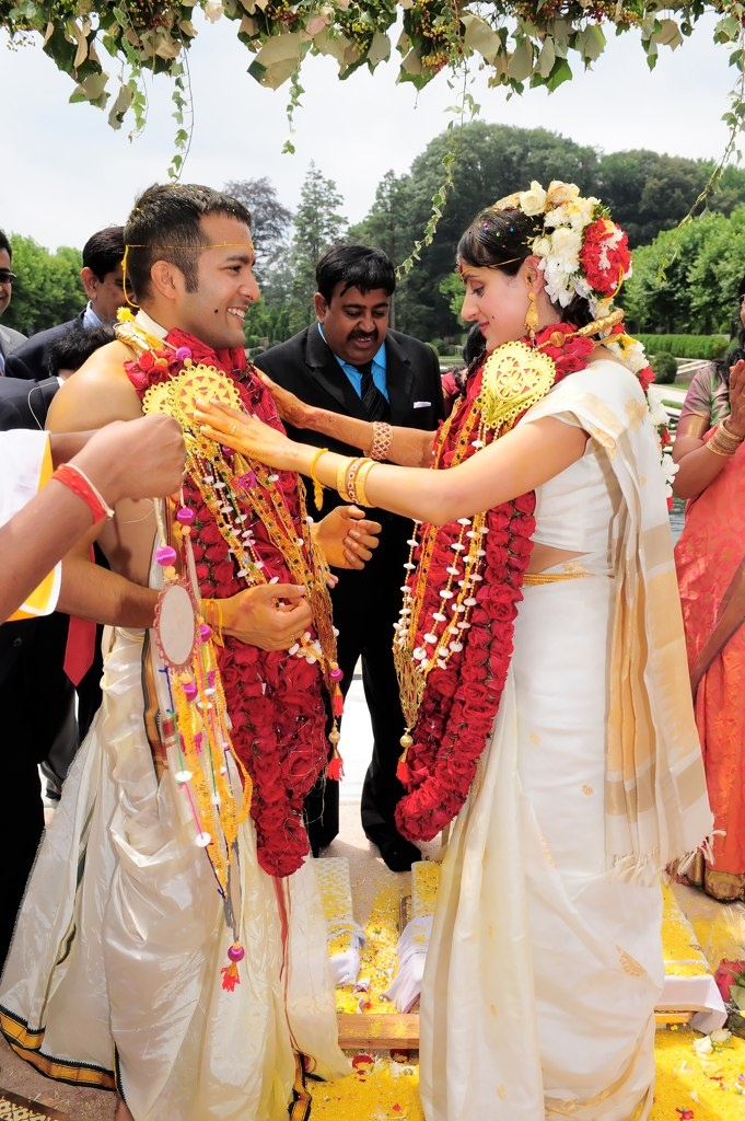 #knotsandhearts | Flower Garlands for Indian wedding by Elegant Affairs #shaadibazaar, #indianwedding