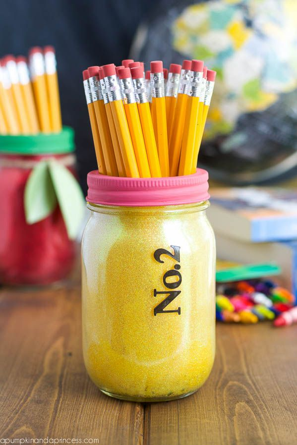 Love this cute number 2 pencil mason jar! Great for Back to School or Teacher Appreciation!