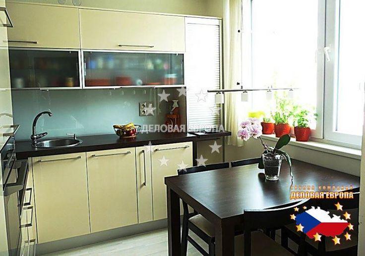 НЕДВИЖИМОСТЬ В ЧЕХИИ: продажа квартиры 3+1, Прага, Geologická, 120 000 € http://portal-eu.ru/kvartiry/3-komn/3+1/realty182/  Предлагаем на продажу квартиру 3+1 площадью 74 кв.м в районе Прага 5 – Глубочепы стоимостью 120 000 евро. В наличии гостиная, спальная комната, новая кухня со встраиваемой техникой, а также раковина, холодильник с морозильником, индукционная варочная панель и электрическая плита. На кухне присутствует стол с 4 стульями. На полах плавающий ламинатный пол и плитка…