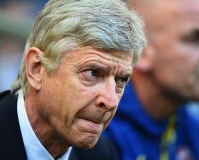 Arsenal Berencana Tampil Menyerang dan Redam Serangan Balik Chelsea  Arsenal tengah dalam performa yang mengesankan dalam beberapa waktu belakangan ini. Menjamu Chelsea, The Gunners berencana tampil menyerang sekaligus meredam potensi serangan balik sang rival.  Arsenal dalam rangkaian kemenangan di sembilan pertandingan terakhirnya di berbagai ajang. Selama periode tersebut mereka total mencetak 20 gol dan hanya kebobolan lima kali.  Wenger menilai timnya kini lebih percaya diri saat…