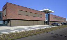 Nieuwbouw bedrijfsruimte met kantoor inclusief afbouw voor Berco in Schijndel. Het kantoor is traditioneel gemetseld, de bedrijfshal is in prefab beton uitgevoerd. Architect: Van Houtum Architecten b.v. uit Erp.