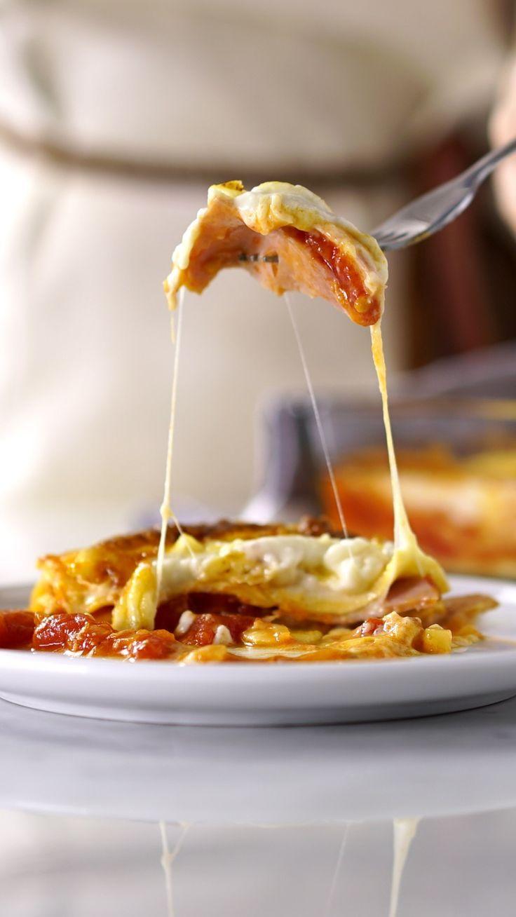 Ninguém resiste a clássica lasanha de presunto e queijo.