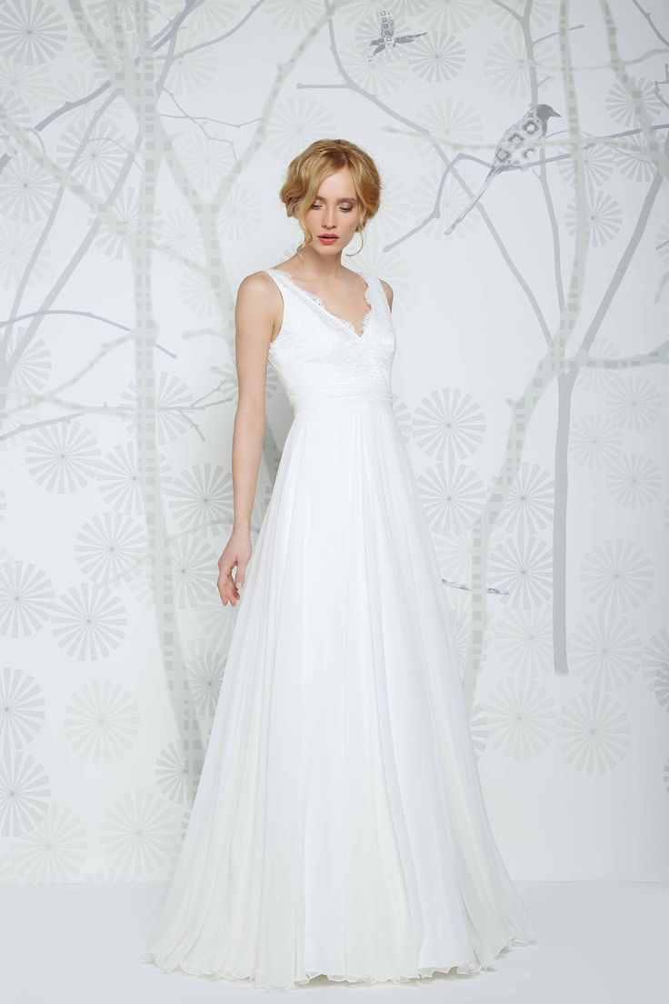 SADONI wedding dress EMELI with romantic c-neckline, lace details and flowy chiffon skirt. A relaxed and modern look.