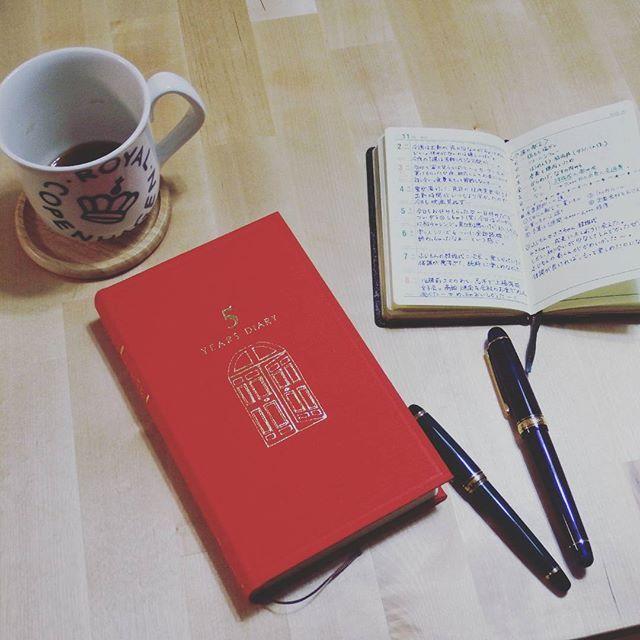 引越し後初post♡ なんだかんだ忙しく、ゆっくり写真撮ったりする暇がありませんでした。 同棲スタートと同時に始めた5年日記を1週間分まとめ書き。ほんとは毎日書ければいいのだけど。 能率くんにメモしてる内容から思い起こして書きます。 #能率手帳 #日記 #5年日記 #万年筆