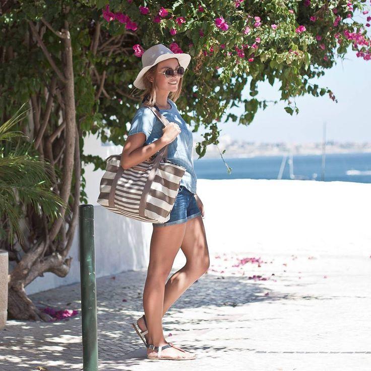 Fantastyczny plażowy look z dodatkami Tommy Hilfiger.