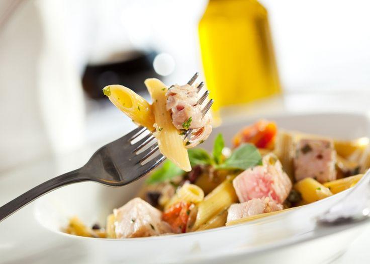 Κρύα σαλάτα ζυμαρικών με τόνο