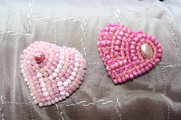 beads broches