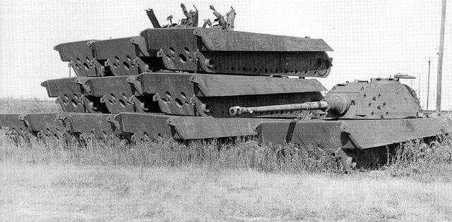 Tiger 2-Reste übereinander gestapelt.