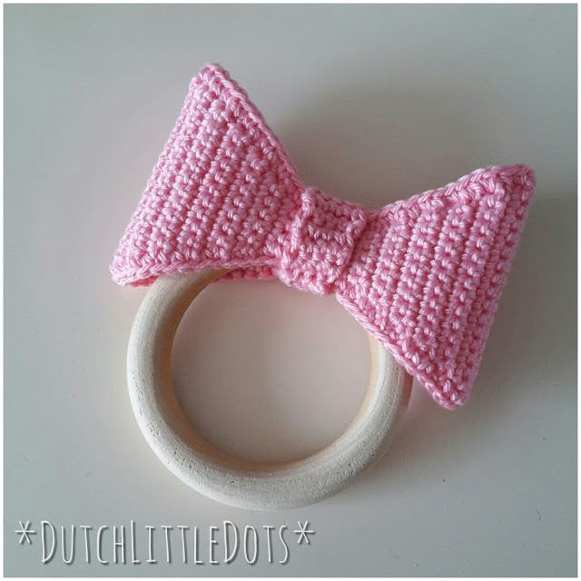 DutchLittleDots - Irene Haakt: Bijtring met strik, teether with bow gehaakte bijt ring gehaakt crochet haakpatroon haak patroon pattern