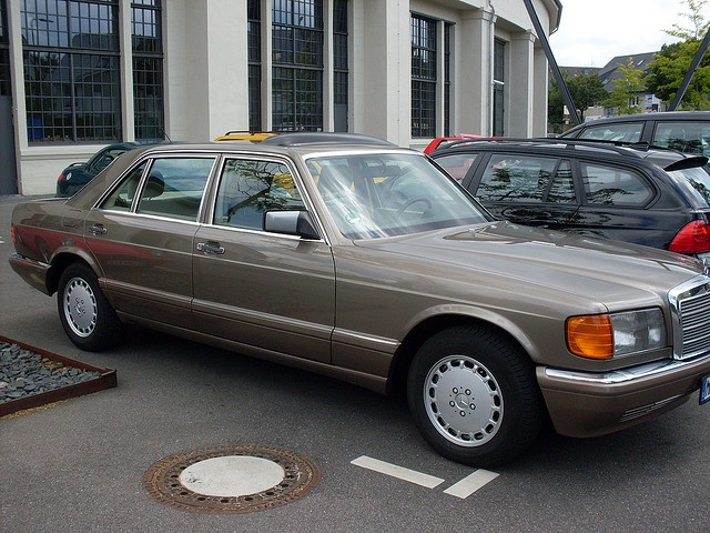 Mercedes W126 S Class. Wow!! Elegance defined. My Favourite Mercedes.