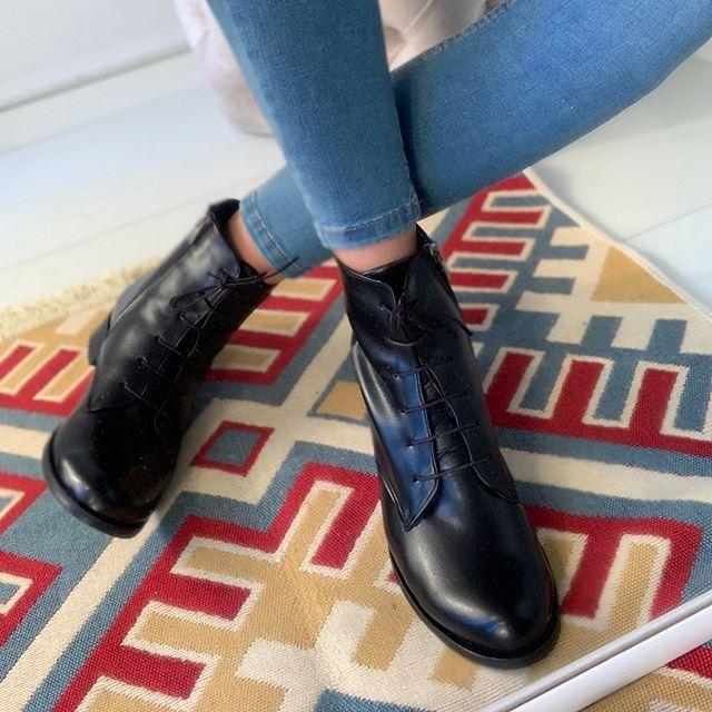 Buyuk Numara Bayan Ayakkabi 37numara Tr Instagram Fotograflari Ve Videolari Boots Combat Boots Doc Martens Oxfords