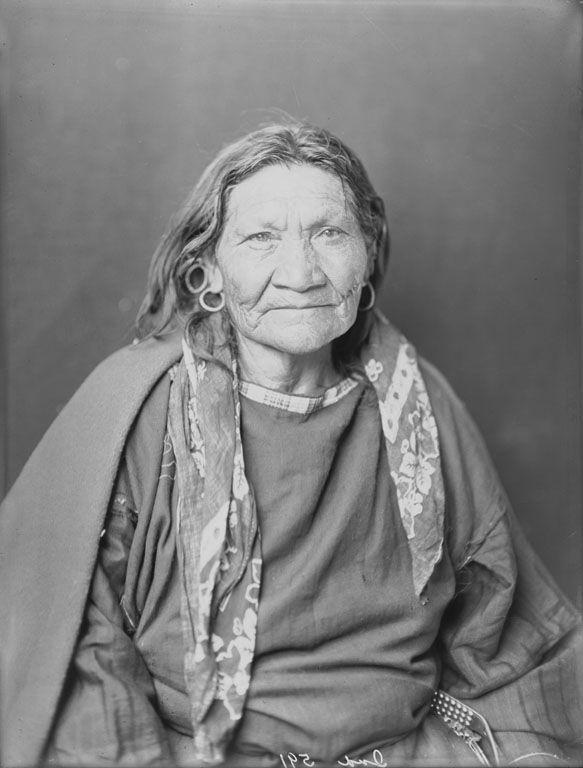 Blackfoot Woman 1900...so beautiful...