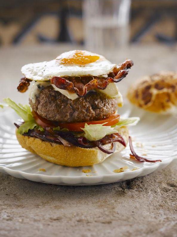 hamburger met blauwe kaas en uienconfituur door sofie dumont