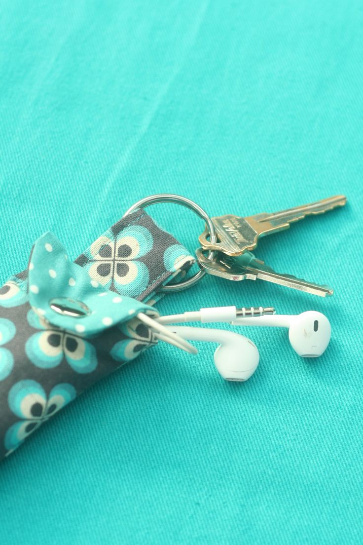 How to Make a Keychain Ear Bud Pouch