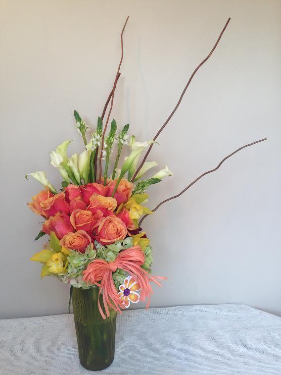 << Global Sunflower >> | Florero con elegantes rosas, calas y flores complementarias
