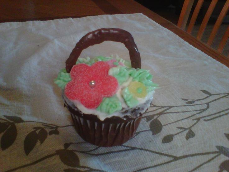 How To Make Flower Basket Cupcakes : Flower basket cupcake yummy recipes