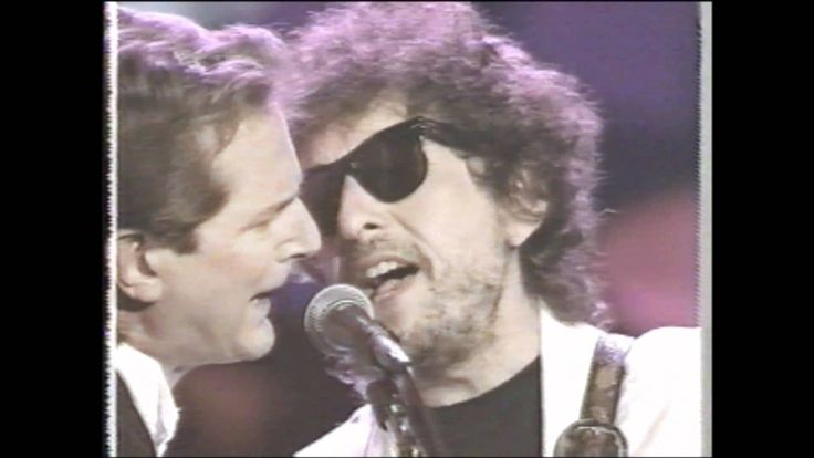 McGuinn, Hilman, Crosby and Dylan perform Mr. Tambourine Man at the Roy Orbison Tribute, 1990. (Nothing like the sound of that 12-string Rickenbacker. rw)