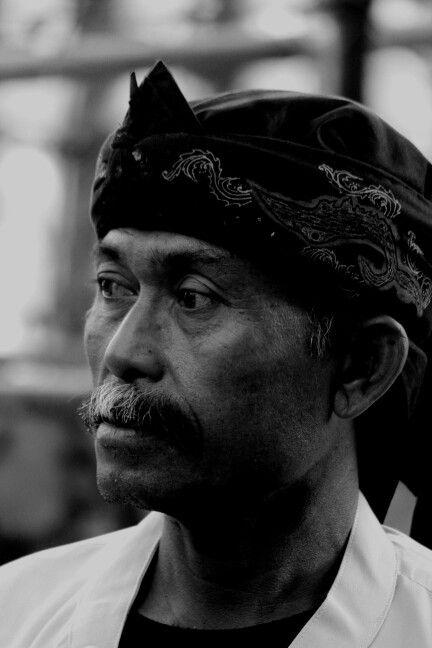 Bah Yeyet, kepala adat kampung Rancakalong, kab Sumedang.