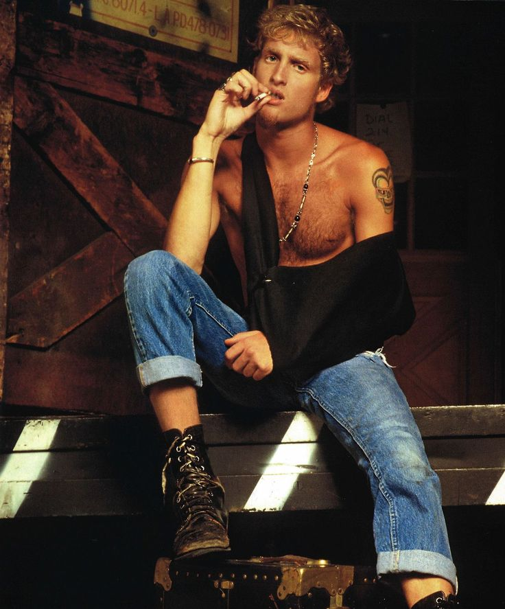 """""""I was about 20, and music became my only obsession to stay alive. I had the chance to throw out all this anger by the music in order to help others. It was therapeutic and worked for me for a while - until my dad saw my picture printed on a magazine."""" Layne Staley - his last interview 2002 #HQ"""